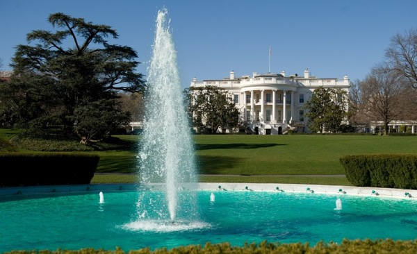 st_patricks_day_white_house_green_fountain.jpg
