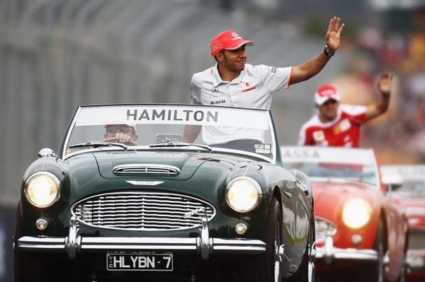 gp_formula1_melbourne_parade_before_grand_prix_lewis_hamilton.jpg