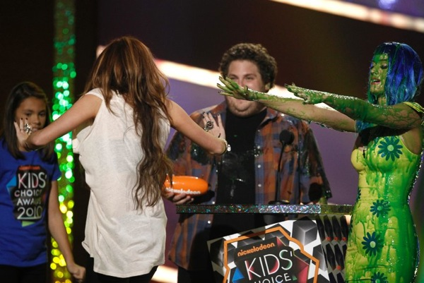 kids_choice_awards_katy_perry_jonah_hill_miley_cyrus2.jpg