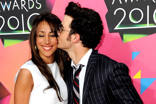 kids_choice_awards_kevin_jonas_with_wife_danielle_deleasa.jpg