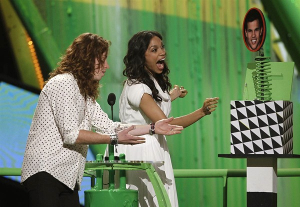 kids_choice_awards_shaun_white_rosario_dawson2.jpg