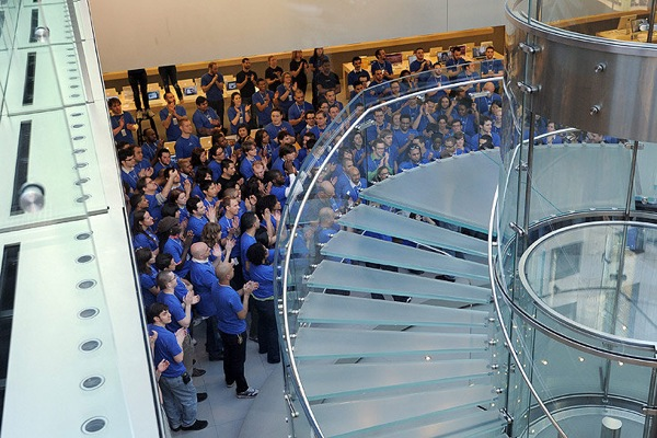 apple_ipad_store_new_york_staff.jpg