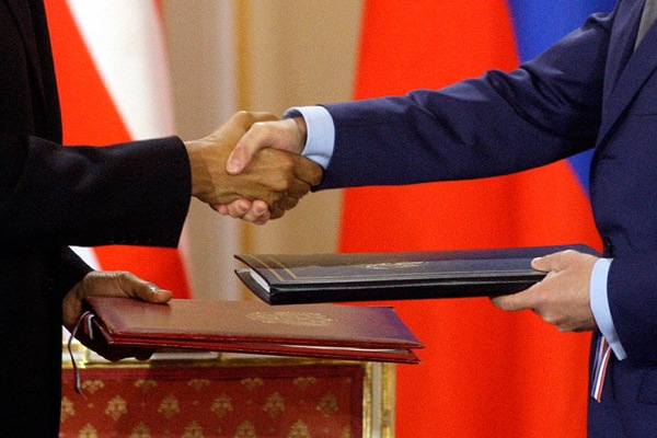 medvedev_obama_treaty04.jpg