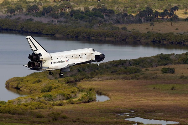 Discovery Shuttle Landing