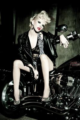 christina_aguilera_latina_june_july_2010_unwerth03.jpg