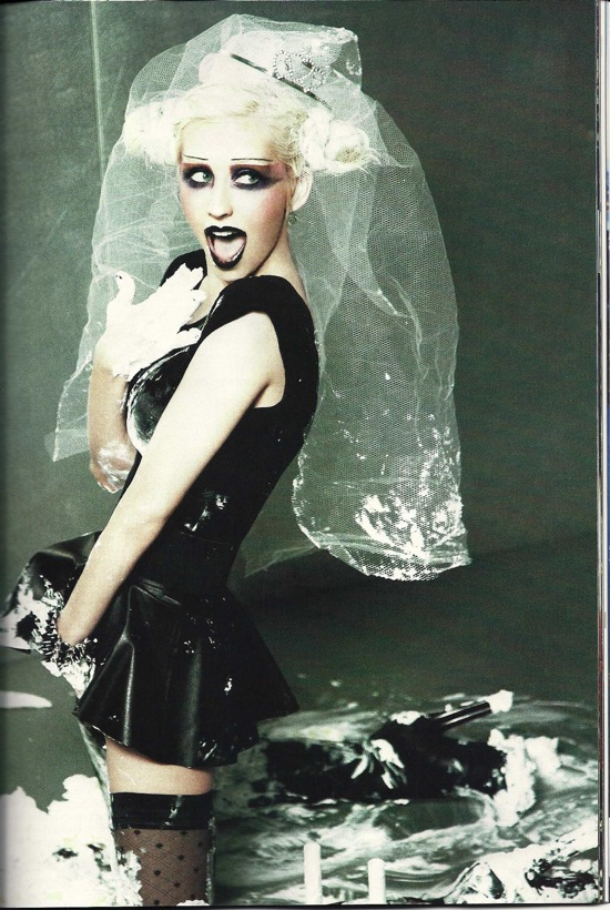 christina_aguilera_out_magazine_june_july_2010_ellenvonunwerth03.jpg