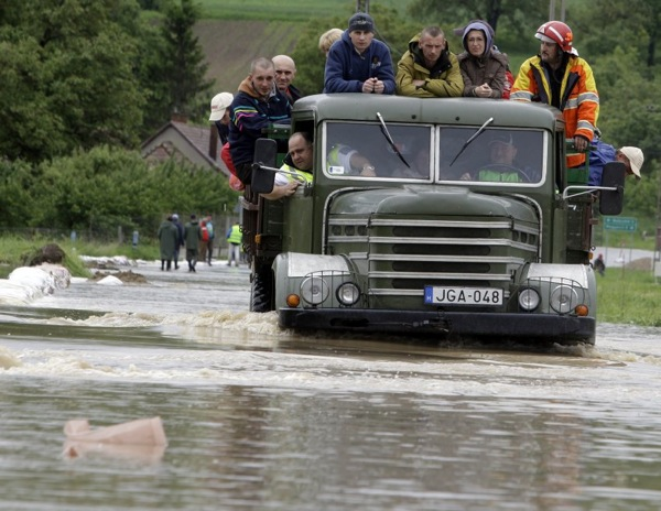 floods_hungary_evacuation.jpg