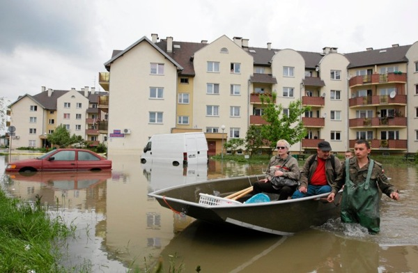 floods_poland_flooded_streets_transportation.jpg