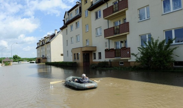floods_poland_flooded_streets_transportation2.jpg