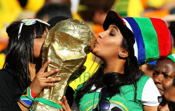 world_cup_2010_south_africa_opening_fans_replica.jpg