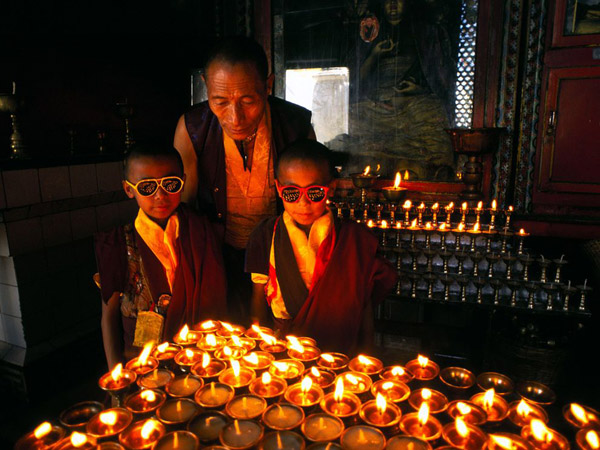 nepal-monks-kids-glasses_12056_990x742.jpg