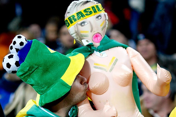 world_cup_2010_brazil_fan11.jpg