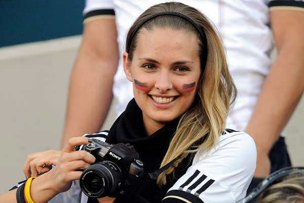 world_cup_2010_germany_fans7_alessia_walch_dennis_aogo_girlfriend.jpg