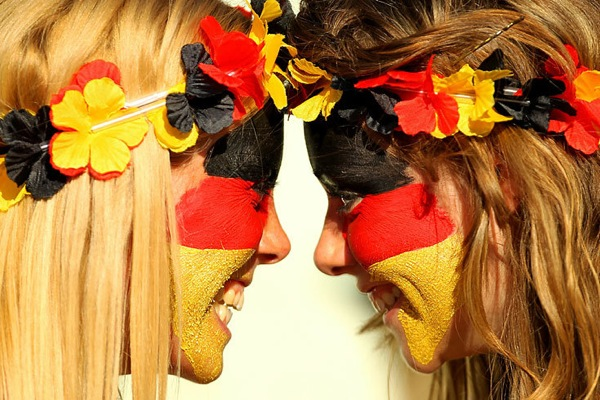 world_cup_2010_germany_fans_2girls.jpg