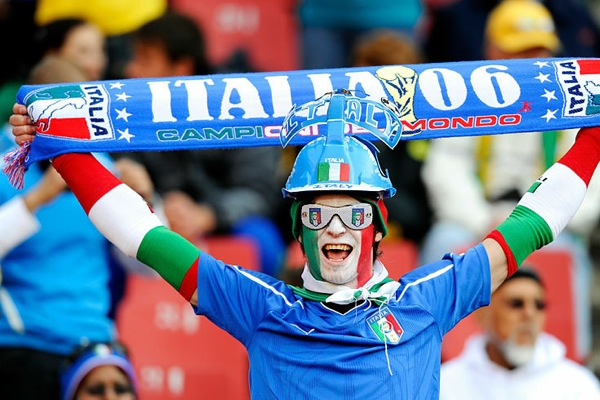 world_cup_2010_italy_fans2.jpg
