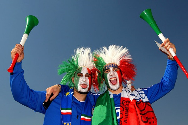 world_cup_2010_italy_fans3.jpg