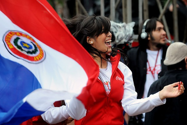 world_cup_2010_paraguay_fan_girl.jpg