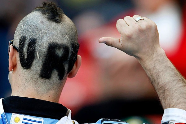 world_cup_2010_uruguay_fan.jpg