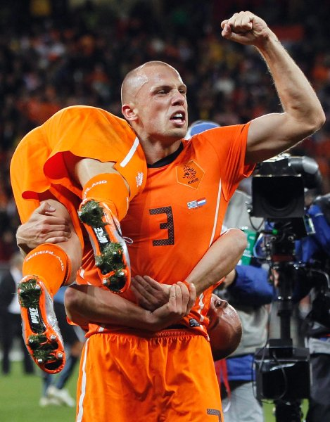 holland_uruguay_game_john_heitinga.jpg