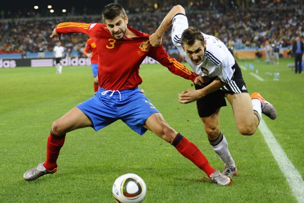spain_germany_gerard_pique_miroslav_klose.jpg