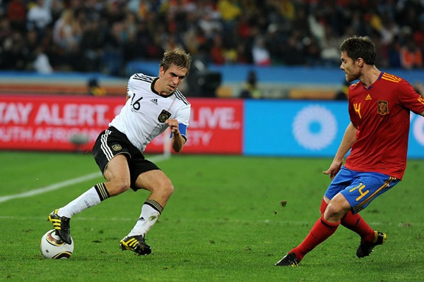 spain_germany_philipp_lahm_xabi_alonso.jpg