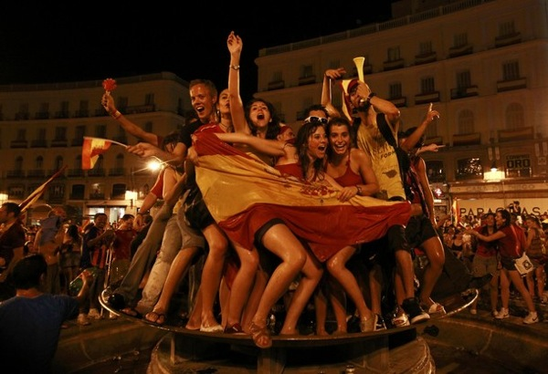 world_cup_2010_final_spain_wins_madrid_celebrates6.jpg