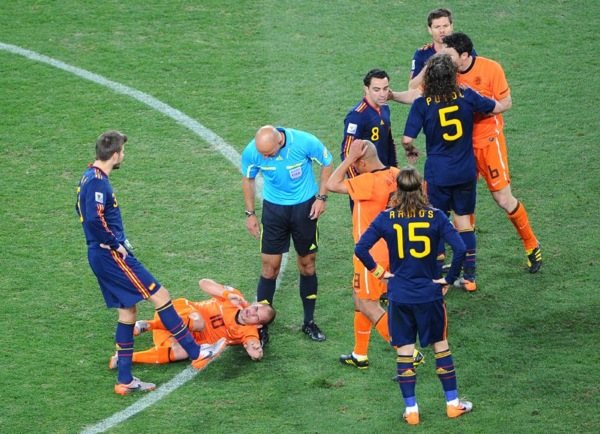 world_cup_2010_final_wesley_sneijder_foul.jpg