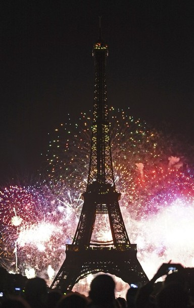 bastille_day_france_fireworks2.jpg
