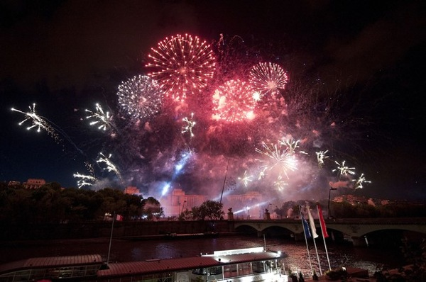 bastille_day_france_fireworks3.jpg