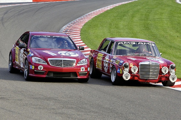 mercedes_s63_and_rote_sau_300sel_04.jpg