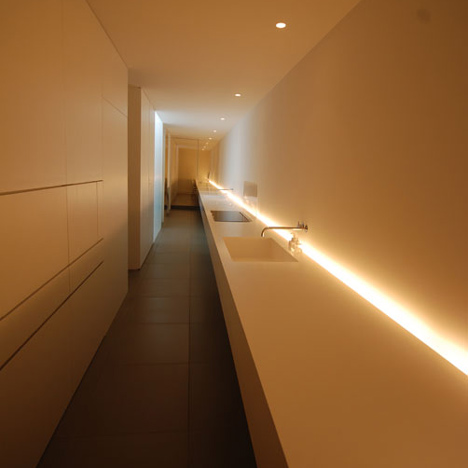 dzn_Minimalist-House-by-Shinichi-Ogawa-Associates-8.jpg