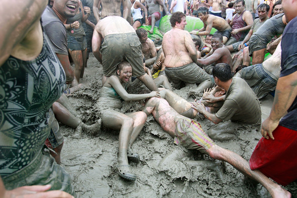 13th+Annual+Mud+Festival+Takes+Place+Boryeong+2_GRU3HjQmbl.jpg
