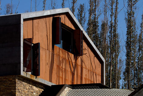 dzn_Prefab-House-in-Cedeira-by-MYCC-20.jpg
