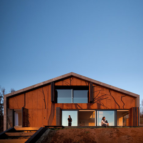 dzn_Prefab-House-in-Cedeira-by-MYCC-4.jpg