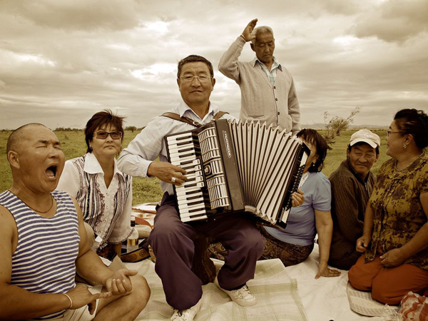 countryside-music-mongolia_23922_990x742.jpg