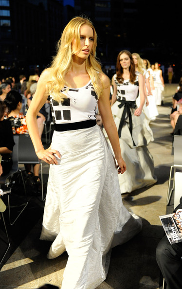 fashion_night_out_karolina_kurkova.jpg