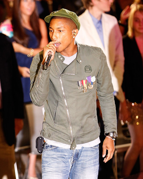 fashion_night_out_pharrell_performs2.jpg