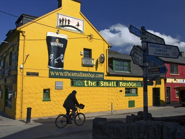 dingle-peninsula-pub-ireland_21280_600x450.jpg