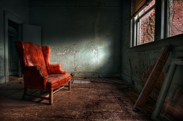 red-chair-hdr_25362_600x450.jpg