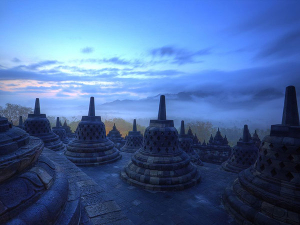 temple-borobudur-indonesia-sunrise_25313_990x742.jpg