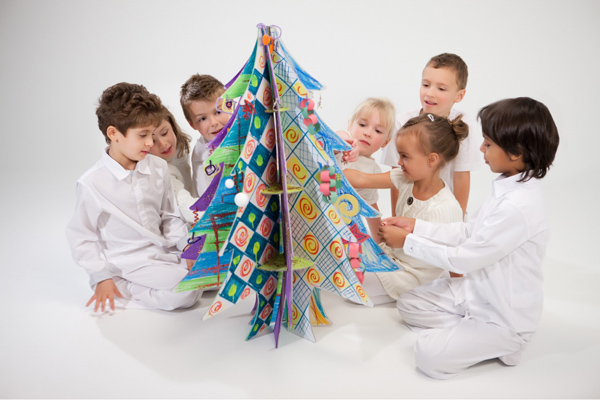 Recycled-Cardboard-Christmas-Tree-by-Cascades-02.jpg