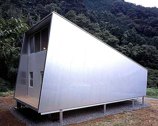 simple-and-clean-a-small-house-by-Toyo-Ito.jpg