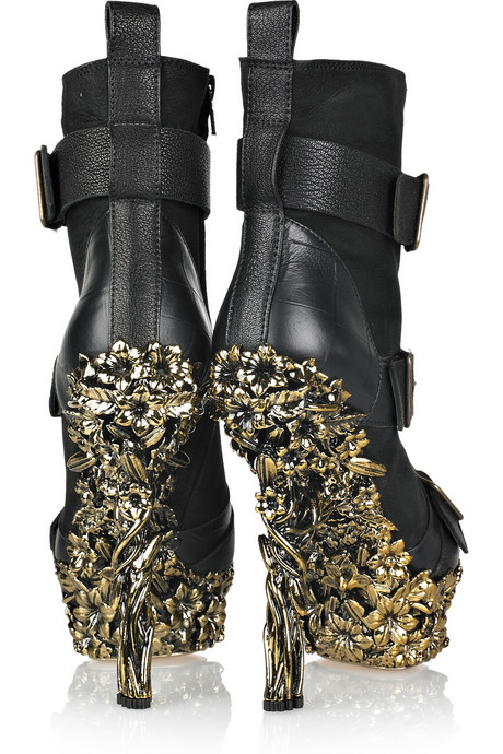 Alexander-McQueen-Floral-engraved-leather-boots-03.jpg
