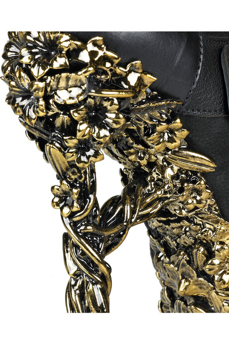 Alexander-McQueen-Floral-engraved-leather-boots-05.jpg
