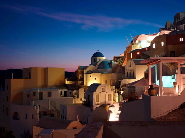 santorini-greece-twilight_29423_990x742.jpg
