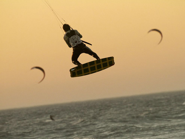 kite-surfer-south-africa_29414_990x742.jpg