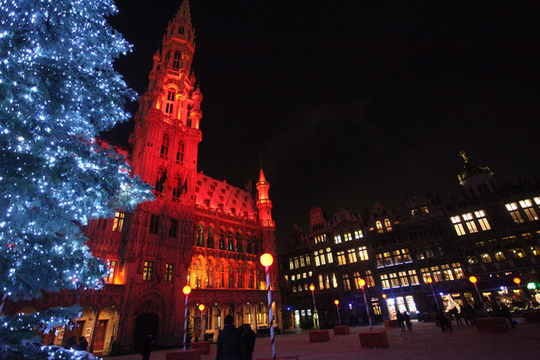 Christmas+Lights+Illuminate+La+Grand+Place+T6kKoF9J-C7l.jpg