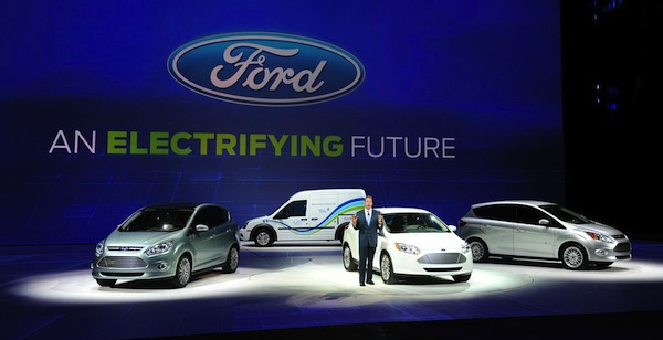 detroit_auto_show_2011_ford_stand.jpg