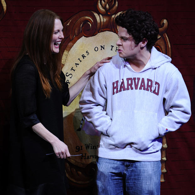 Hasty_Pudding_Award_Julianne_Moore_Harvard_student_Mark_Zuckerberg.jpg