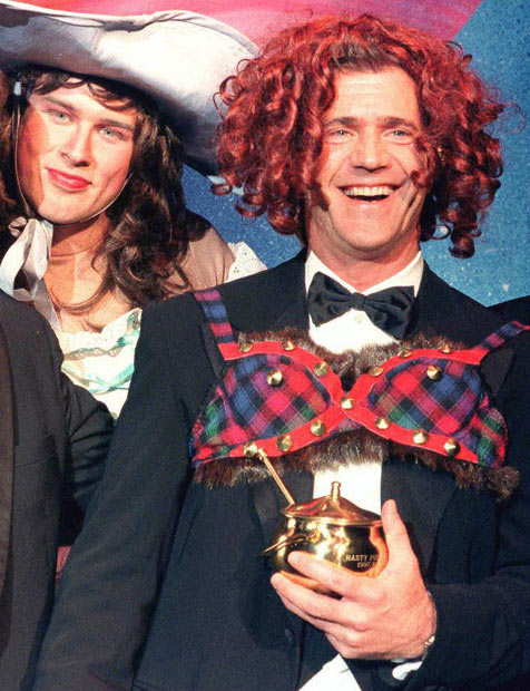 Hasty_Pudding_Award_Mel_Gibson_1997.jpg